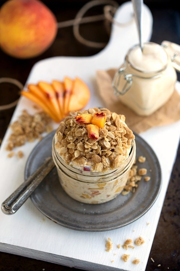 The-BEST-Peach-Streusel-Overnight-Oats-tastes-like-peach-pie-for-breakfast