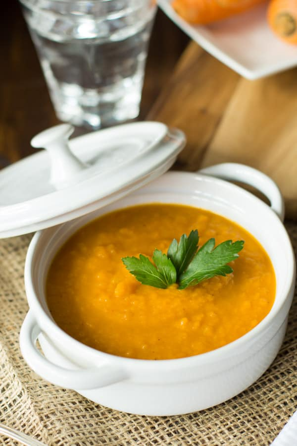 This fall spicy carrot soup will warm you up on those chilly night. It is made with carrots, curry, garlic powder, coriander and a little bit of cayenne pepper.