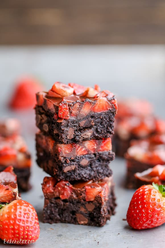 Chocolate-Covered-Strawberry-Brownies-Paleo-4