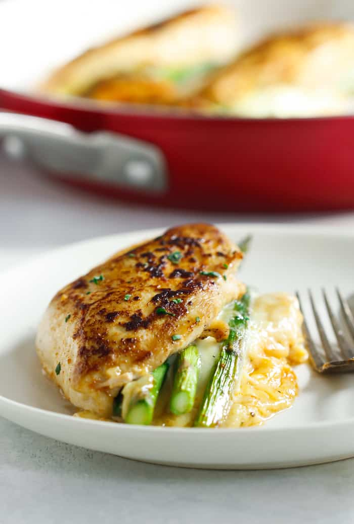 Asparagus Stuffed Chicken Breast - This fast, easy and delicious Asparagus Stuffed Chicken Breast recipe is a perfect meal for your weeknight dinner and it requires only 4-ingredient. | www.primaverakitchen.com