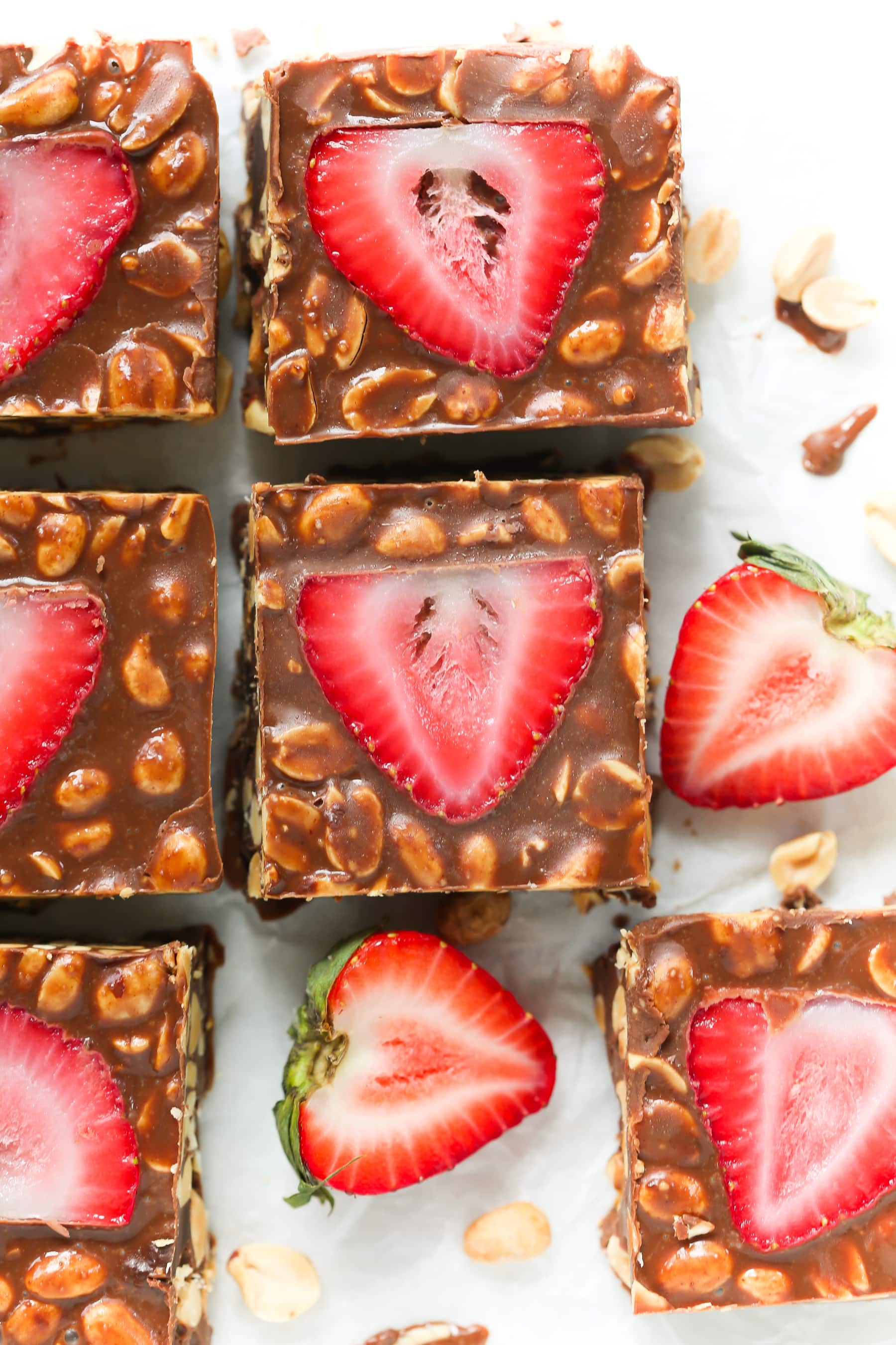 Low-Carb No Bake Chocolate Strawberry Bars - These low-carb no bake chocolate strawberry bars are easy to make, perfect for summer dessert, vegan and gluten-free.