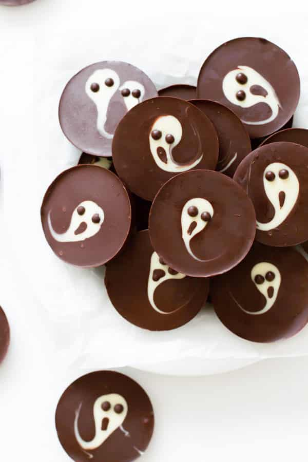 2-Ingredient Ghost Chocolate Cups - Primavera Kitchen