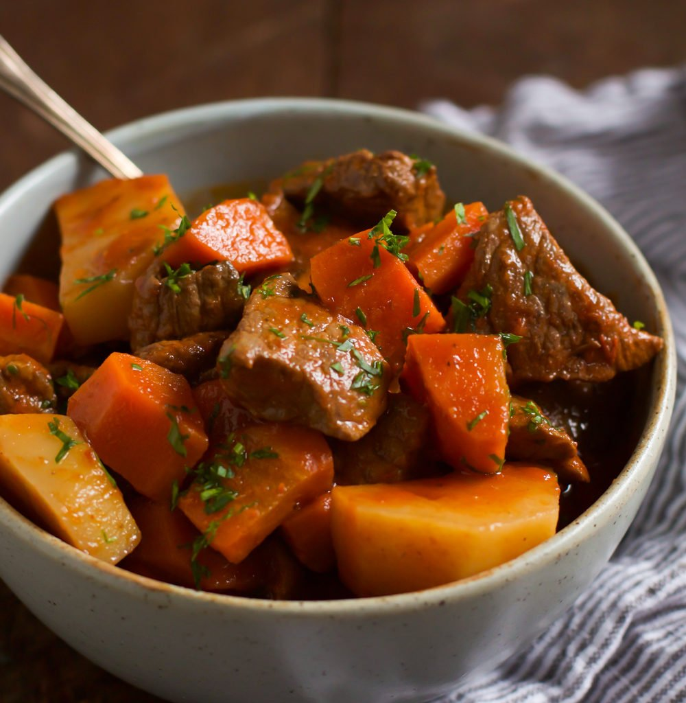 Healthy Slow Cooker Red Wine Beef Stew - Primavera Kitchen