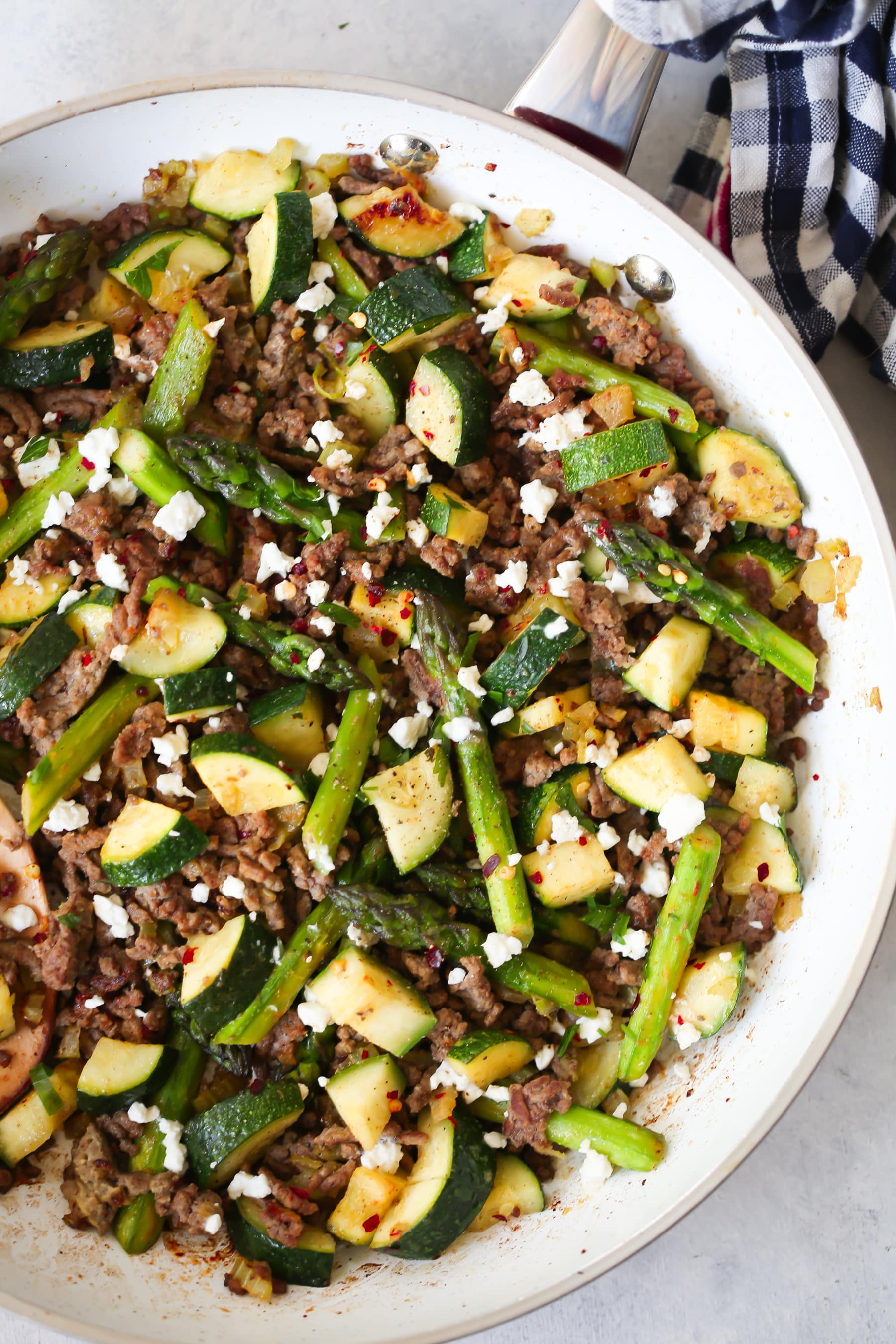 Ground Beef Veggie Skillet - This Ground Beef Veggie Skillet is made with onions, bell pepper, zucchini, asparagus and of course ground beef. And it can be ready from start to finish in 30 mins. It's also low-carb and gluten-free.