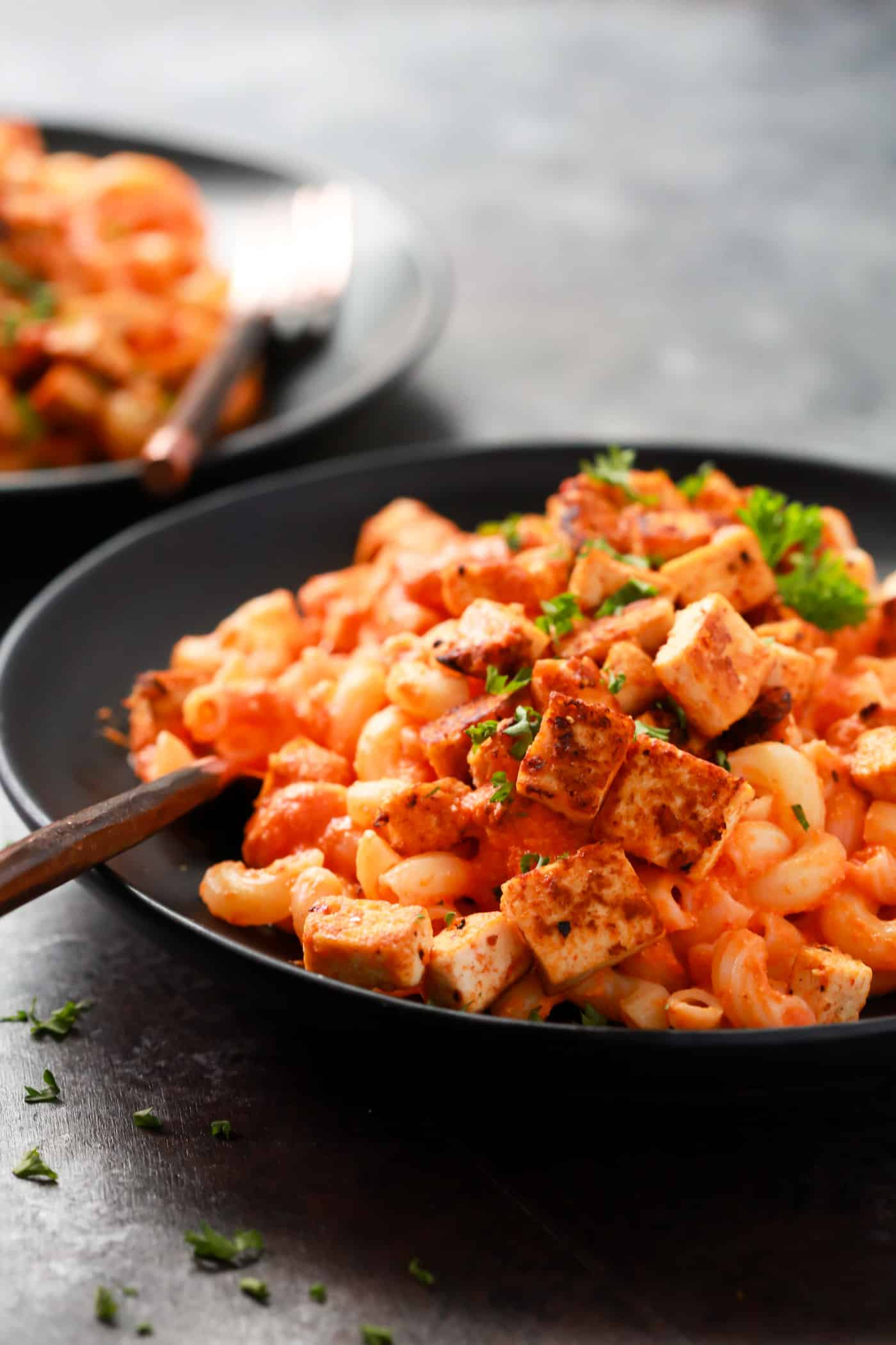 This Gluten-free Roasted Red Bell Pepper Pasta is also vegan, made with cashews, roasted red bell pepper, red onions, garlic and almond milk. And it's topped with crispy and super flavorful tofu.